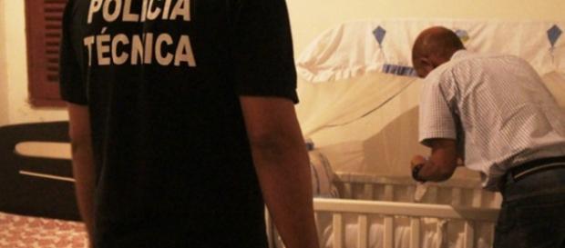 Bebê é encontrado morto com perfuração no peito e a mãe é a suspeita do crime