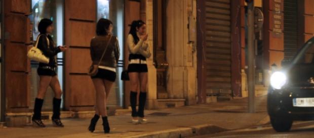 O româncă a fost obligată să se prostitueze de soț