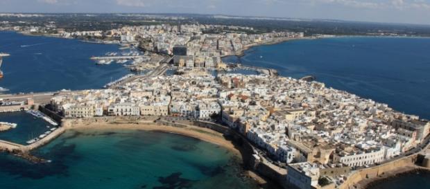 Veduta aerea di Gallipoli (Lecce) sul mar Ionio.