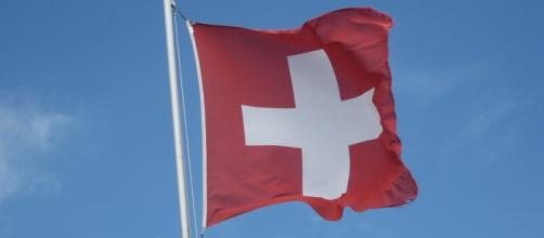 A photograph of the Swiss flag (Flickr / kmaschke)