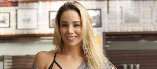 Danielle Winits chega em 'Totalmente Demais'!