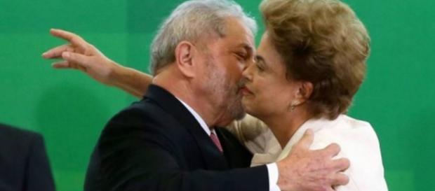 Lula e Dilma dão beijo - Imagem/Google