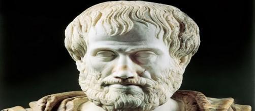 Fotografía estatua Aristóteles
