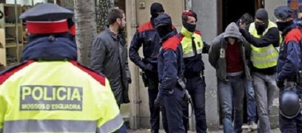 Români care exploatau români, arestaţi de Poliţia Naţională