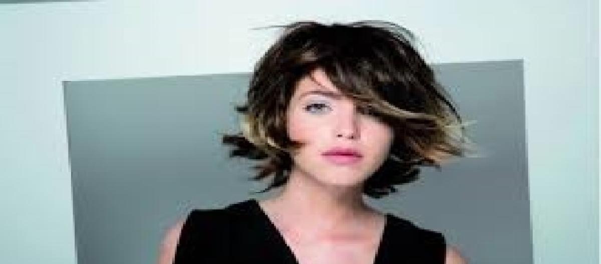 Nuovi tagli di capelli  chiome lisce e in primo piano 7961a47a267c