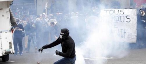 Francia paralizzata. Continuano scioperi e proteste contro il jobs Act