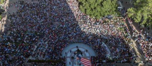 O enorme comício de Bernie Sanders em Oakland