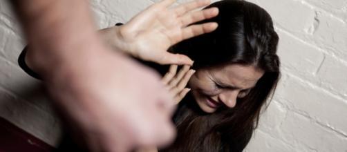 Violência contra a mulher aumenta 44%