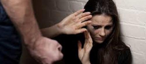 Denúncias de violência contra mulheres podem ser feitas pelo Disque 180