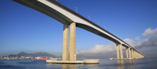 A Ponte Rio-Niterói é um elo importante entre o Rio e o litoral norte fluminense