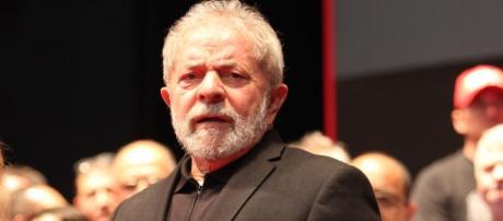 Momento de angústia na vida do ex-presidente Lula.