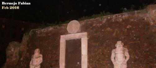 Orbes en la Puerta Angelica en Roma