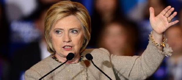 La candidata democratica Hillary Clinton torna a promettere rivelazioni sugli UFO