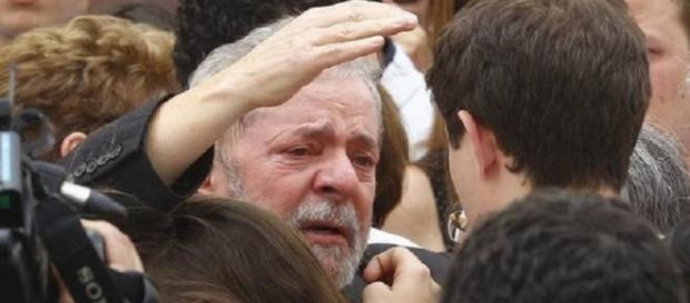 Lula chora - Foto/Imagem: Google