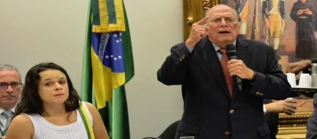 PSDB pagou por parecer sobre o afastamento de Dilma