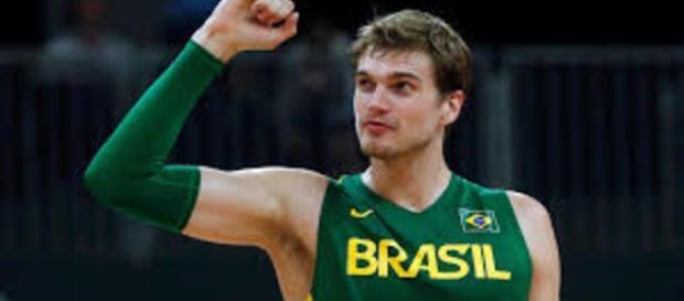 Tiago Splitter desfalca time brasileiro para as olimpíadas