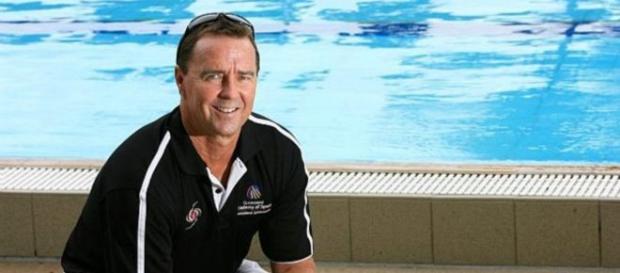 Volkers treina adolescente e crianças da natação