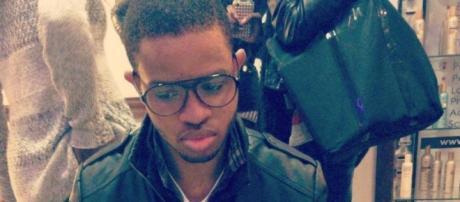 Steevy a 27 ans, il est le créateur du site MusicFeelings.
