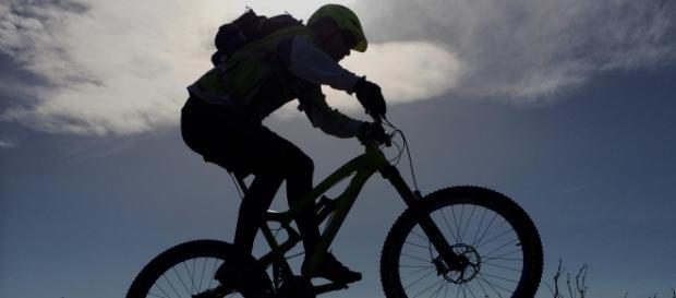 A bicicleta do Mountain Bike, além de leve e resistente, tem pneus mais largos e amortecedores dianteiros e traseiros