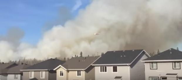 Smoke plumes above a Fort McMurray neighborhood | Youtube: Cortland Cronk