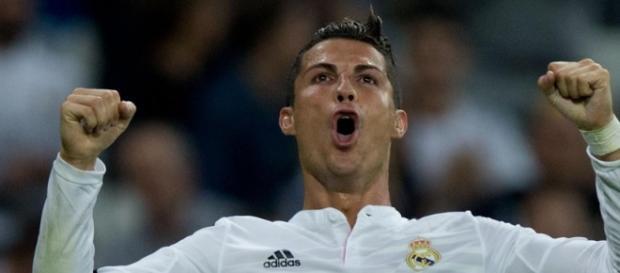 Cristiano Ronaldo comemorando gol