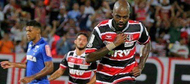 Grafite foi o destaque da partida marcando dois gols.
