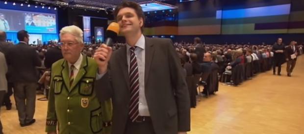"""Reporter Lutz van der Horst singt bei der AfD """"Merci, dass es dich gibt!"""""""
