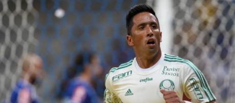 Lucas Barrios comemora gol no Palmeiras