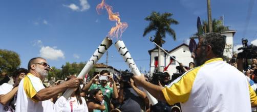 A passagem da chama olímpica é um sucesso no Brasil.