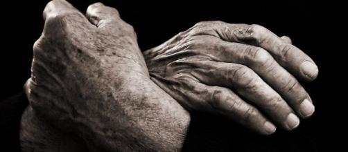 Mãos que esperam o tempo todo.