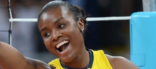 Jogadora de vôlei da seleção brasileira carregará a tocha olímpica.