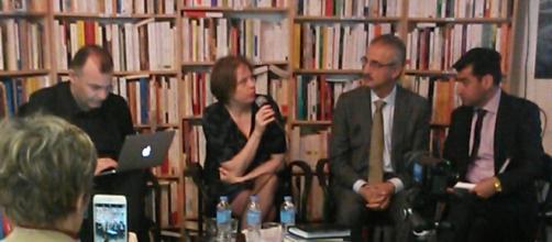 Mala Bakhtiar (2ème à d.), leader de l'UPK, à l'IREMMO de Paris le 28 avril lors d'une rencontre modérée par la chercheuse Dorothée Schmid.