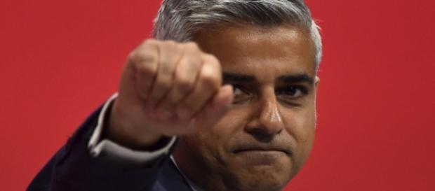 Eletto il Sindaco di Londra, è il primo sindaco musulmando della storia di Londra