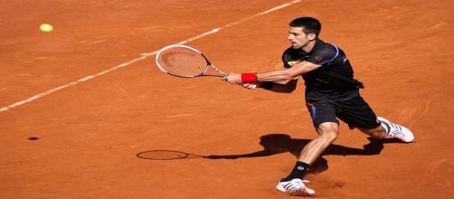 Djokovic on a slide on clay/ Photo: Yann Caradec (Flickr) CC BY-SA 2.0