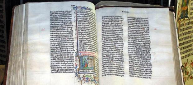 https://en.wikipedia.org/wiki/Bible#/media/File:Bible.malmesbury.arp.jpg