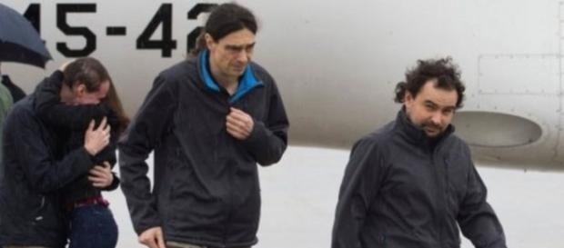 los 3 periodistas españoles a su llegada a Torrejón de Ardoz