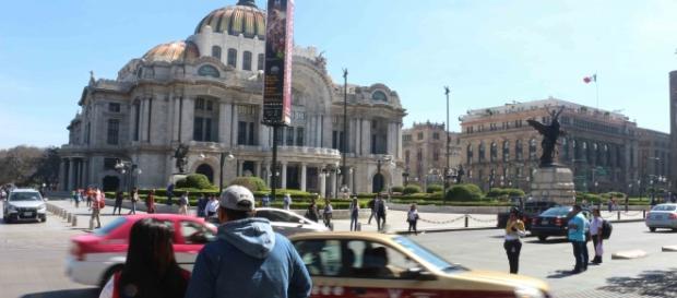 Palacio de Bellas Artes visto desde la Avenida Juárez en la CDMX