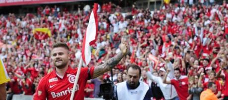 Eduardo Sasha dança a valsa para provocar o Grêmio (Divulgação: Internacional)