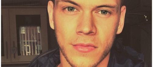 Essa é uma das imagens editadas de Harry de cabelo curto