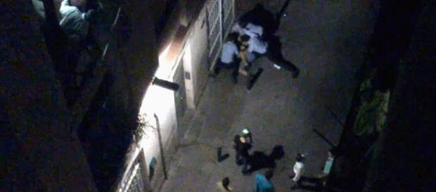 Mossos d'esquadra la noche del homicidio de Juan Andrés Benítez. Fuente: YouTube