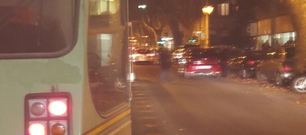 Tram e corsia preferenziale con auto in sosta