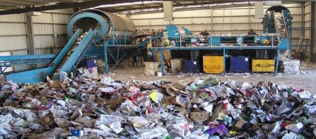 Roma detiene il primato per i costi più alti e l'insoddisfazione maggiore nella gestione dei rifiuti.