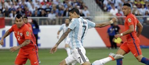 Angel Di Maria el encargado de convertir el primer gol ante Chile