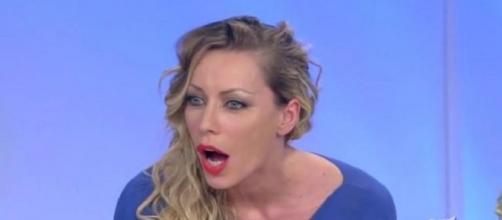 Karina Cascella stanca delle critiche, risponde ai commenti sulla foto di Salvatore e Alessandra
