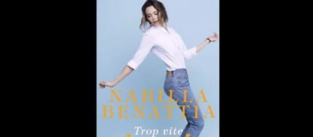 """Nabilla a sorti son autobiographie """"Trop Vite"""" à l'âge de 24 ans."""