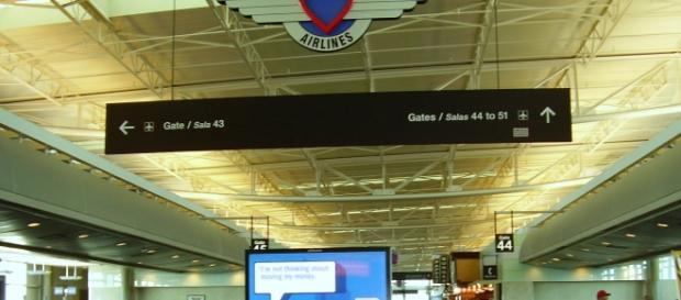 Sparatoria all'aeroporto di Dallas: uomo ferito da poliziotto