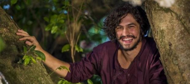 Miguel ri de empregada ao ouvir questão sobre ser gay (Divulgação/Globo)