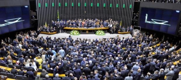 O Congresso Nacional é alvo da grave crise política enfrentada pelo país.
