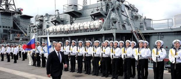 Vladimir Putin în inspecție la o baza navala a armatei