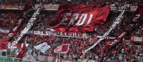 """Adeptos do Toro no Estádio """"Grande Torino"""""""